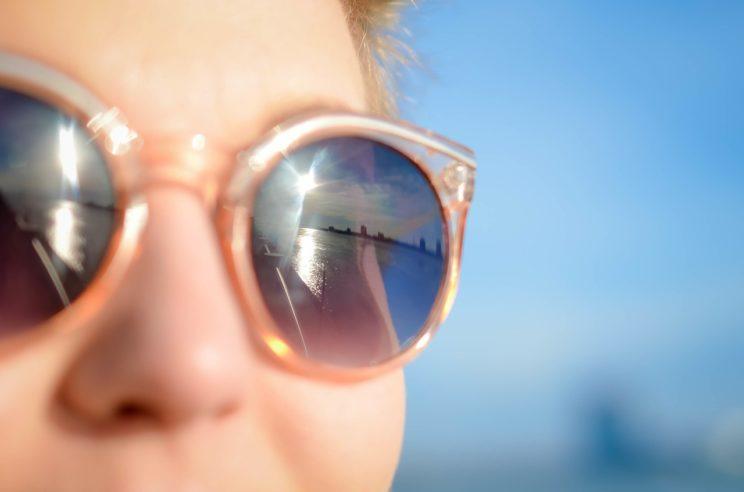 sunglasses-1209619_1280